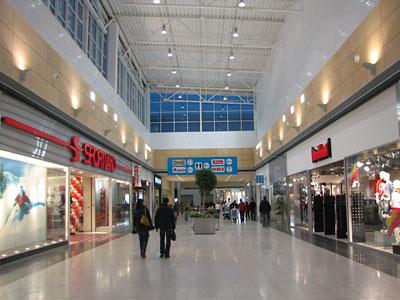 Торговые центры в Петербурге пустеют